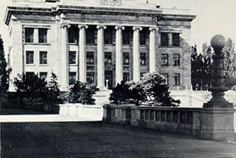 Harvard Medical School, administrative building (1906).