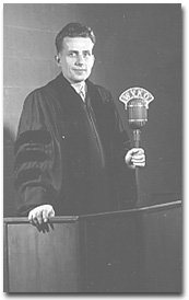 Hayward pictured in 1949, shortly after his installation as minister of the First Unitarian Church in Columbus, Ohio.