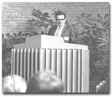 Hayward addressing the Unitarian Conference in Indianapolis, September 1973.
