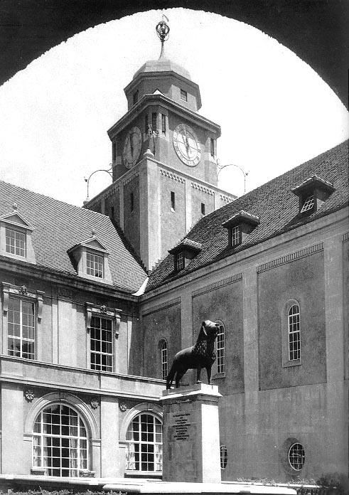 Busch-Reisinger Germanic Museum (1917).