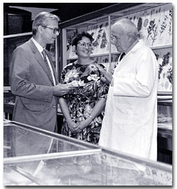Schultes at a museum