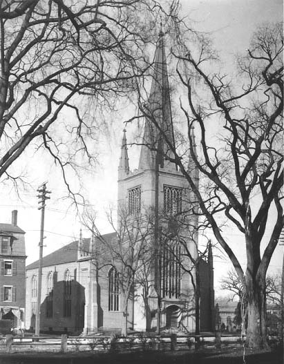 The First Parish Meeting House as it appeared in 1907.