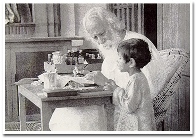 Tagore with a boy in Shantiketan, 1938/39 (Sambhu Shaha)