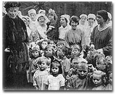 Abigail Eliot with Queen Mary at the Rachel McMillan Nursery School and Training Centre in London (1921).
