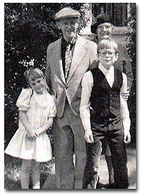 Charles and Dorothy Hartshorne, with grandchildren, Eleanor and Charles.