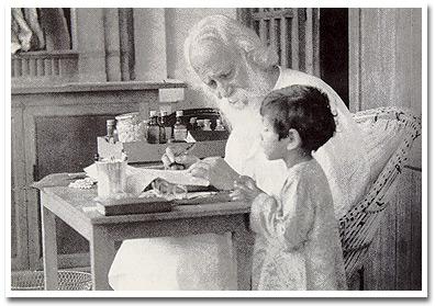 Tagore with a boy in Shantiketan, 1938/39 (Sambhu Shaha)